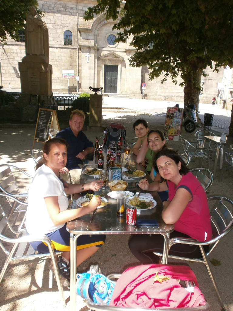 Lunch with fellow Camino walkers.