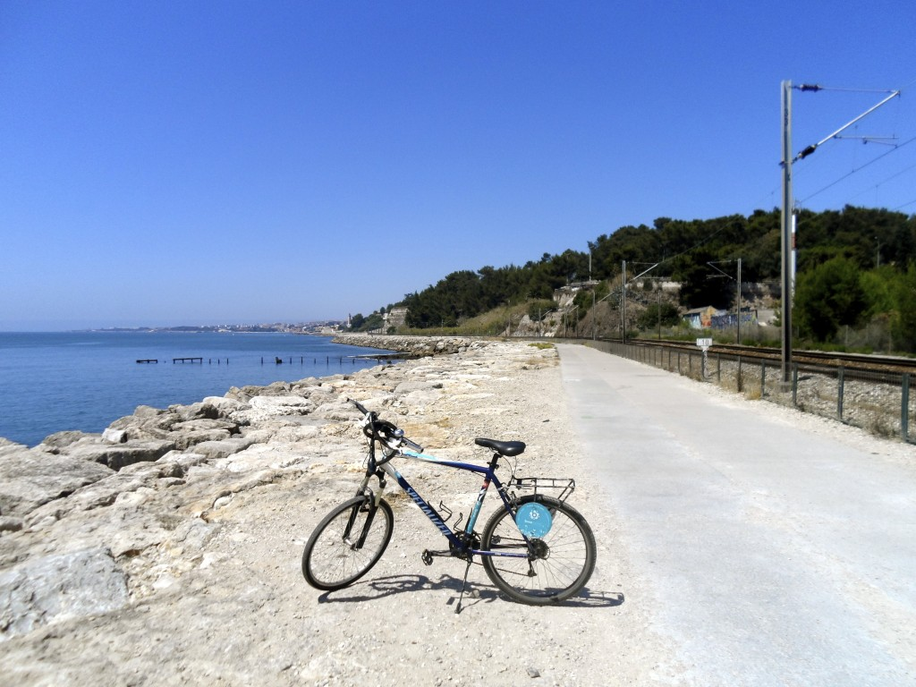 Bike path along Tejo.