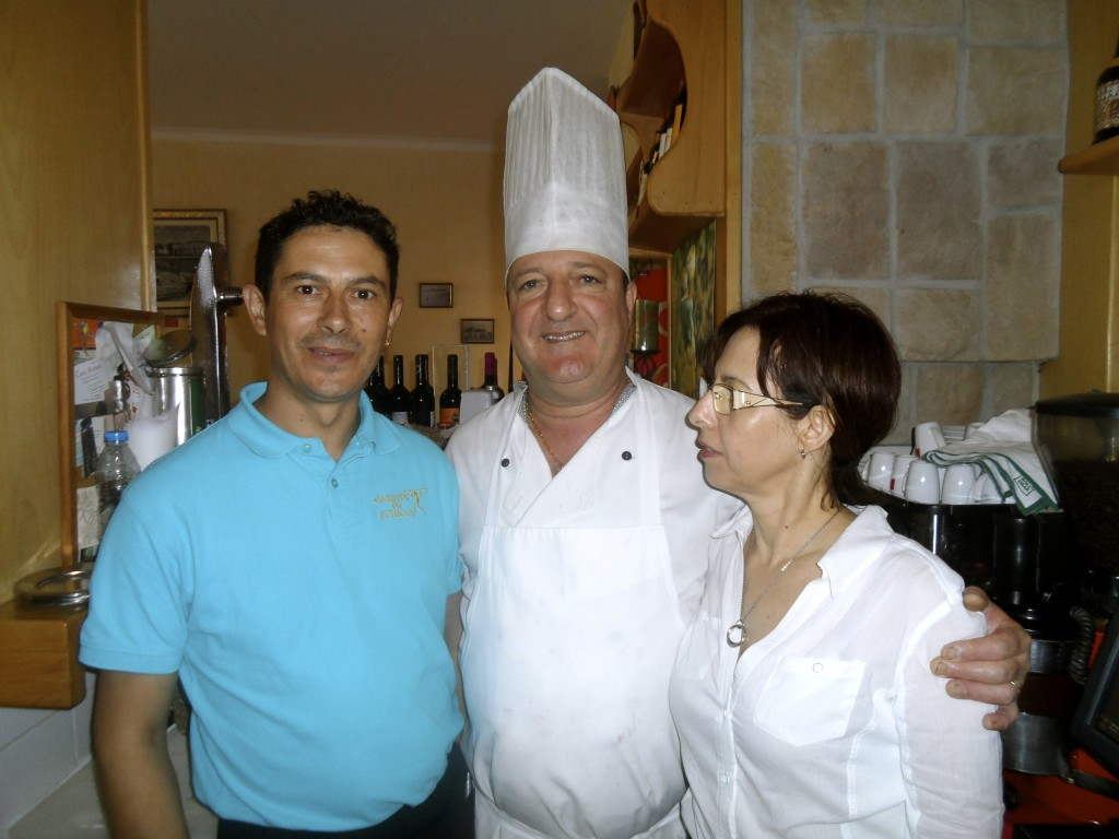 The staff at Casinha do Petisco.