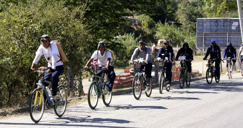 Cycling pilgrims on the way home from Juquila.