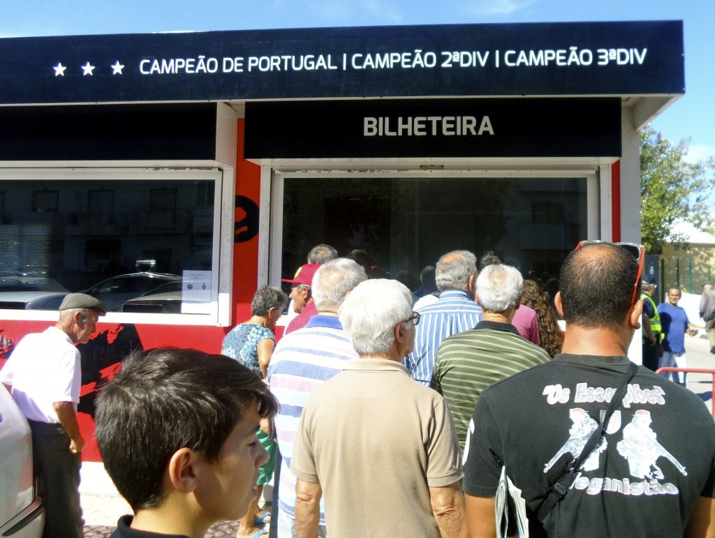 Olhanense supporters lining up for tickets.