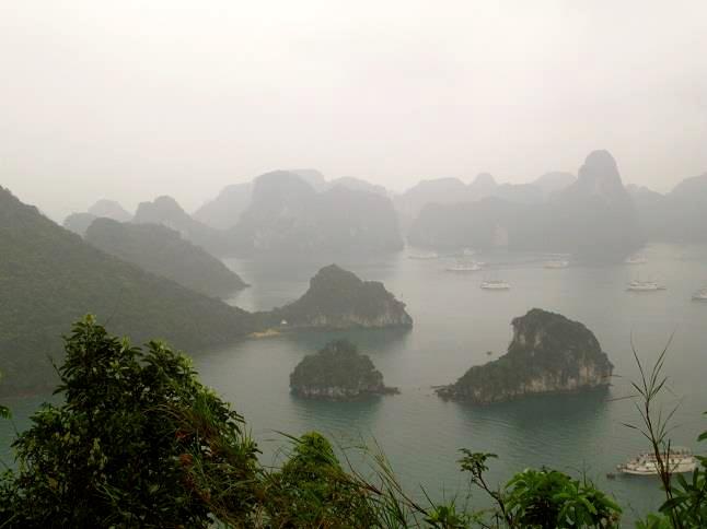 Vietnam is beautiful.