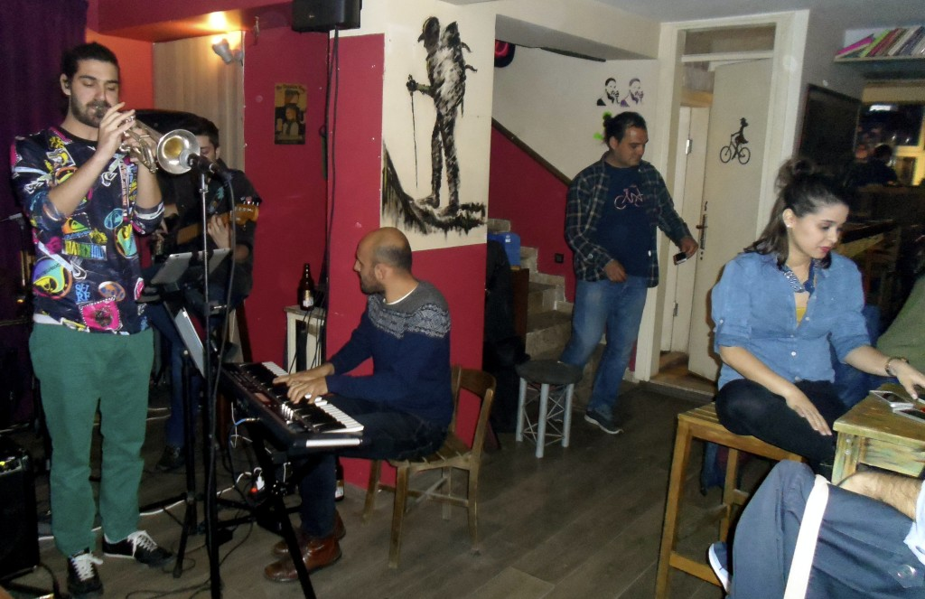 Live music at Cinatı cafe