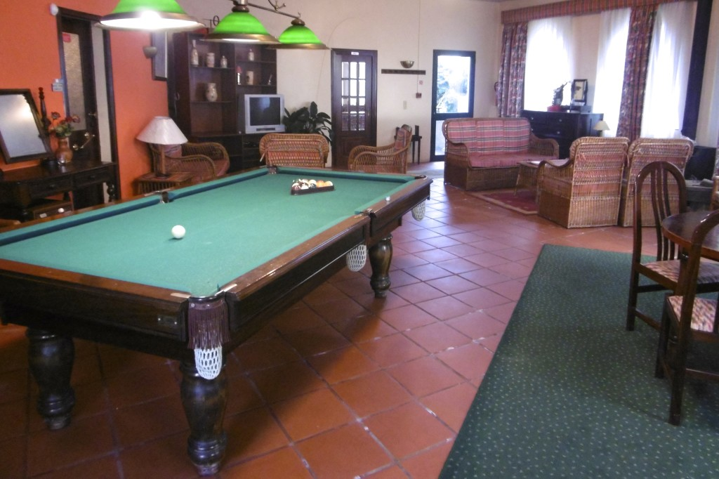 Nice common room with a pool table.