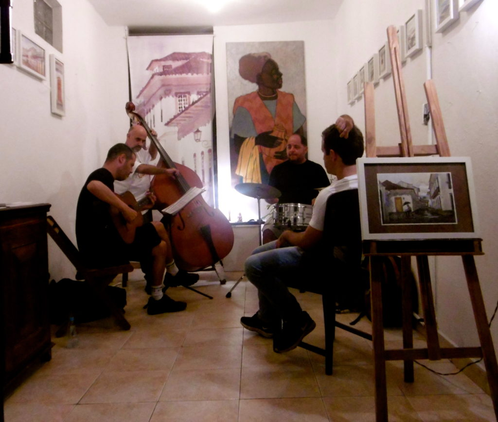Live music in one of the many art galleries in Paraty.