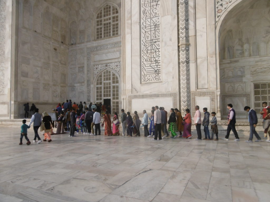 Long lines at Taj Mahal.