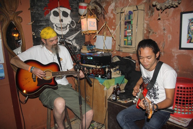 Live music at the Red Pirates bar.
