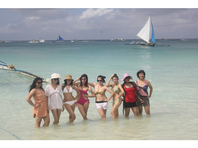 Korean tourist girls posing at Boracay.