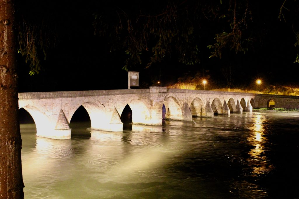 The bridge over Drina, by night.